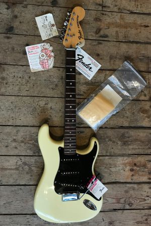 Fender (USA) Stratocaster 1977 new & Boxed with tags (used)